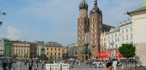 Krakow---Rynek-Glowny---In-fondo-la-chiesa-di-S.Maria.jpg
