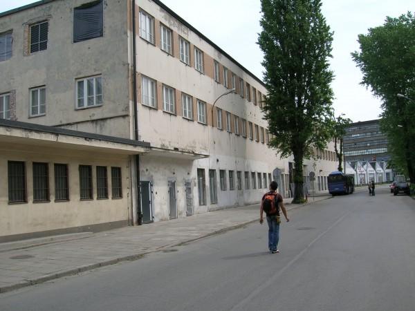 Krakow---Esterno-della-Fabryka-Oskara-Schindlera---Emalia.jpg